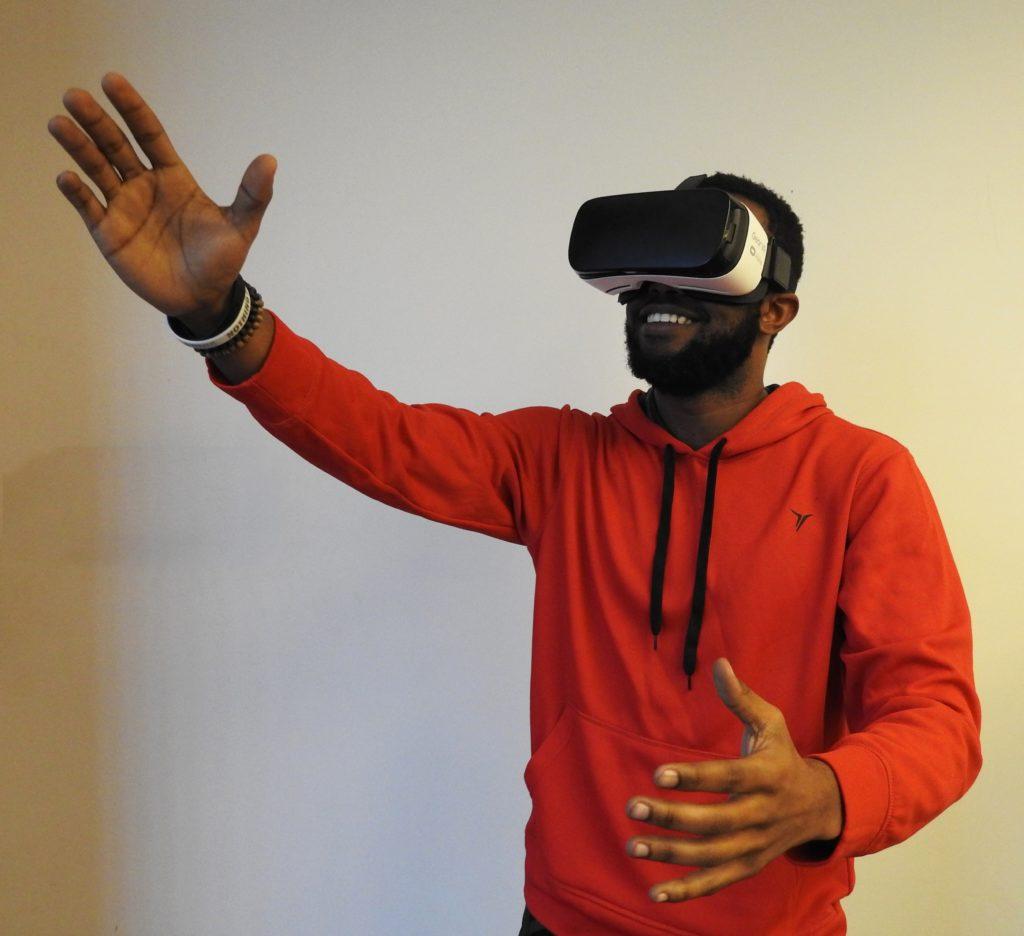 Homme casque VR